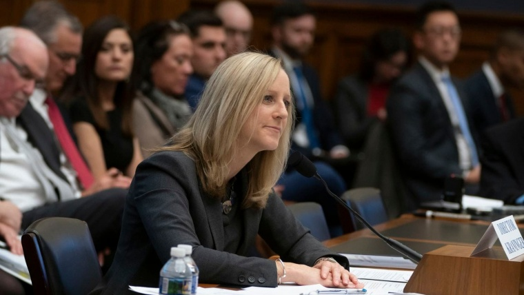 Consumer watchdog signals hands-off approach on federal student loans